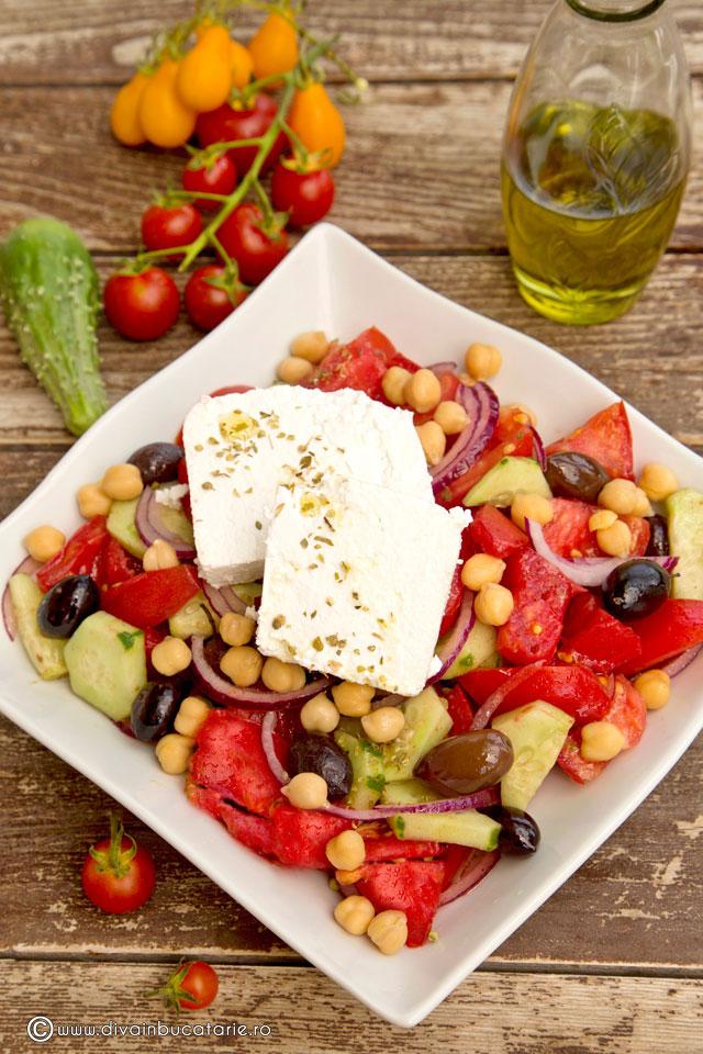 Salată grecească cu năut